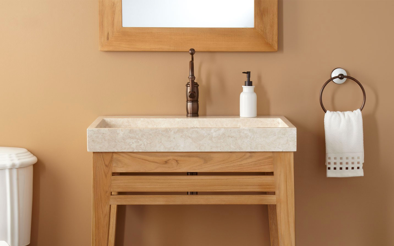 banyolarda-tik-agaci-mobilya-yeniligi